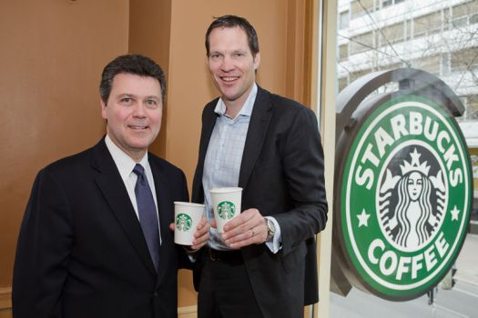 v.l.: John Culver, President Starbucks Coffee International and Frank Wubben, Managing Director Starbucks Coffee Austria & Switzerland © Starbucks