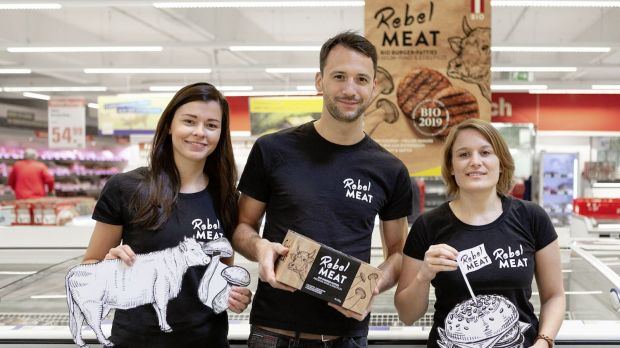 v.l.n.r: Nikola Sirucek, Head of Operations Rebel Meat, Philipp Stangl, Co-Founder Rebel Meat, Cornelia Habacher, Co-Founder Rebel Meat